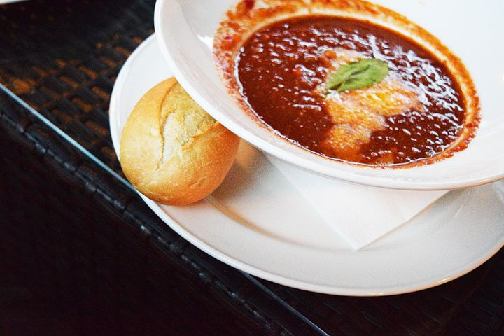 Bowl of chili with roll.
