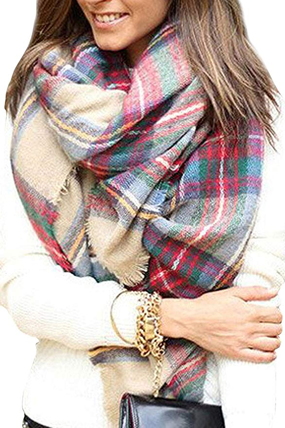 Women\'s plaid blanket scarf.