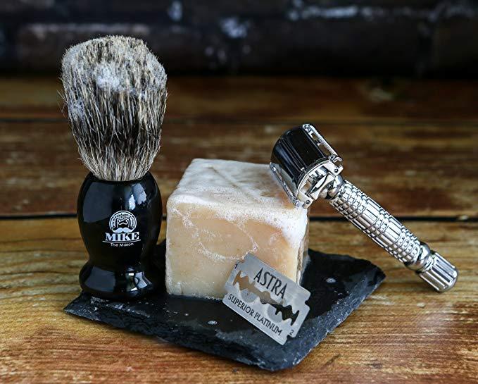 Men\'s shaving kit gift idea.