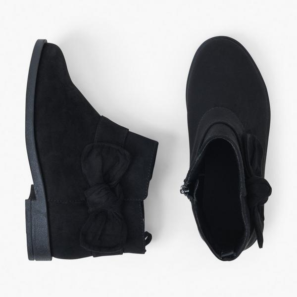 Black winter boots for girls.