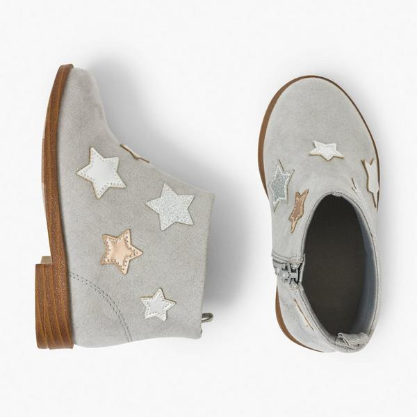 Gray baby girl boots with star details.