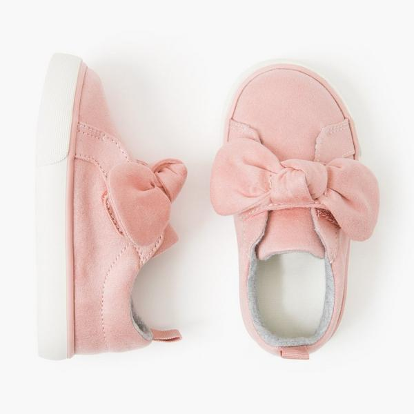 Pink baby girl shoes with bows.