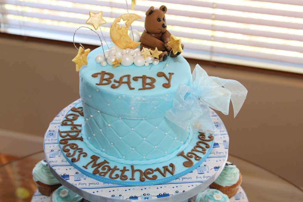Cake from boy baby shower with teddy bear and stars decorations.