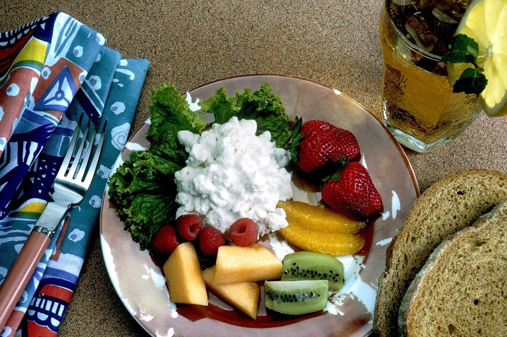 Bowl of cottage cheese with fruit.